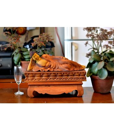 Phật Nhập Niết Bàn Trên Đài Sen